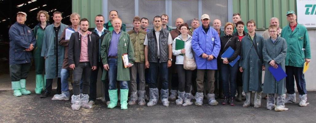 Teilnehmer aus 8 Länder nahmen an der FleckScore-Weiterbildung in Tschechien teil. Aus Österreich waren Ing. Reinhard Pfleger (3.v.l.), Ing. Johann Tanzler (4.v.l.) und Ing. Gebhard Kitzmüller (2.v.r.) teil.